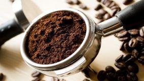 Come riciclare i fondi di caffè in mille usi