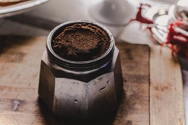 I fondi di caffè possono essere riciclati in vari modi