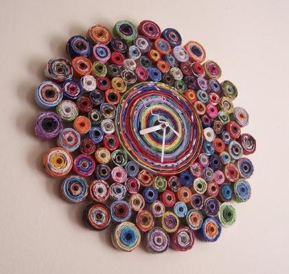Orologio creativo con ritagli di giornale, da brandyfisher.blogspot.com