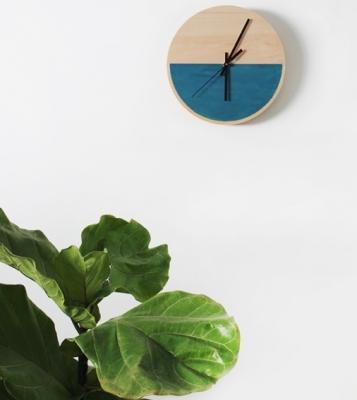 Orologio fai da te in legno, da almostmakesperfect.com