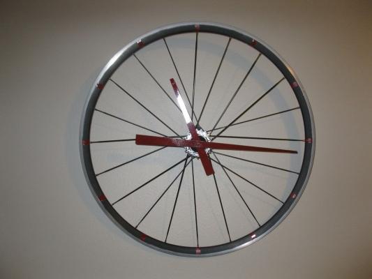 Orologio fai da te con il cerchione della bici, da instructables.com