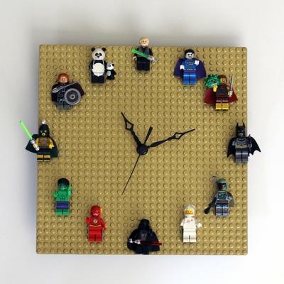 Orologio creativo con le Lego, da ournerdhome.com