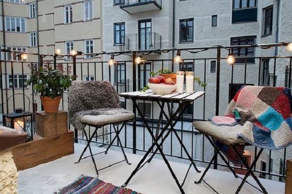 Vivere il balcone anche in inverno, da homespecially.com