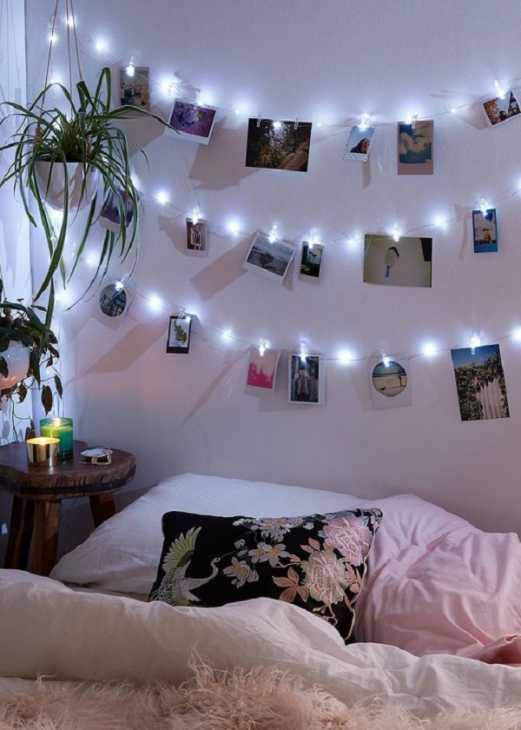 Un filo di luci come testiera del letto, da urbanoutfitters.com