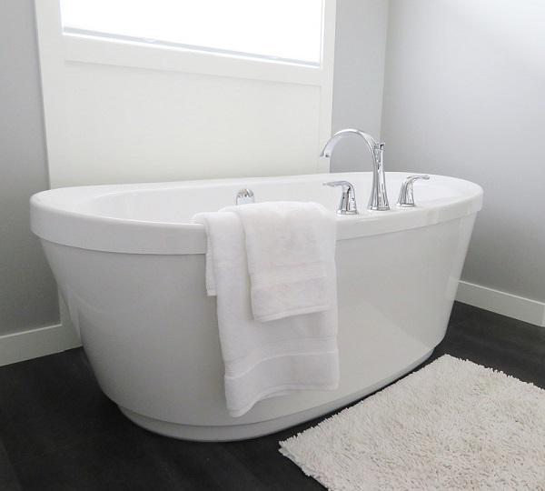 Il bagno si trasforma in una mini spa domestica