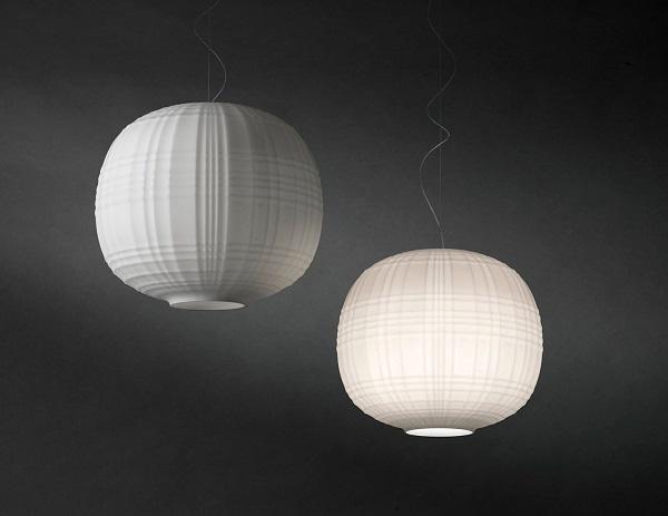 Il tartan è protagonista pure delle lampade, da Foscarini