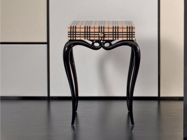 Piano con intarsio tartan per un tavolino dal design unico, da Rozzoni Mobili
