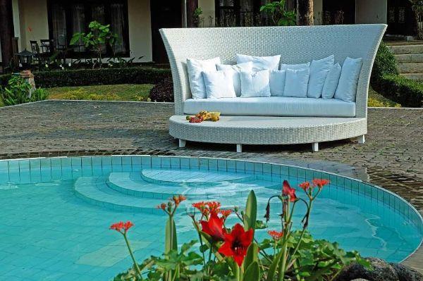 Divano piscina modello Oversize di Parigiani