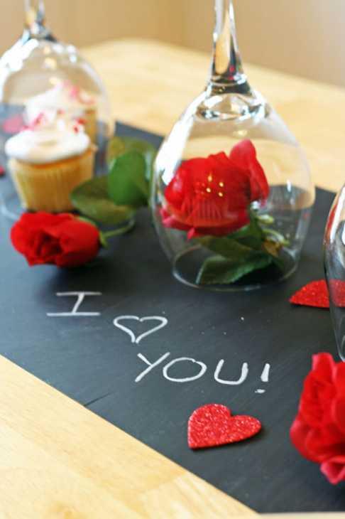 Cena di San Valentino in casa: runner con carta lavagna, parte 3, da hometalk.com