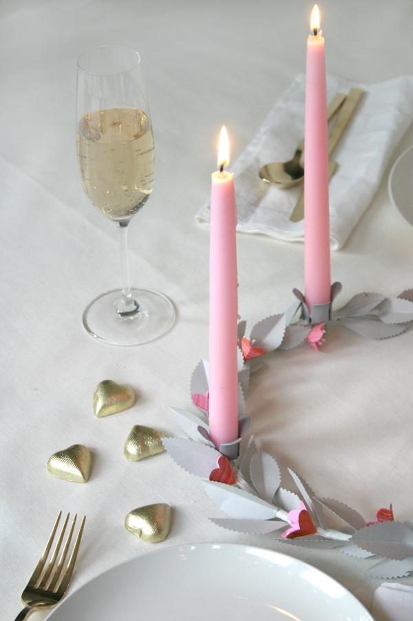 Centrotavola con ghirlanda di carta per la tavola San Valentino, da ohhappyday.com
