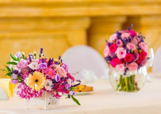 Bastano dei bouquet di fiori per rendere la tavola di San Valentino speciale