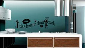 Rinnovare la cucina in poche mosse con decori e luci