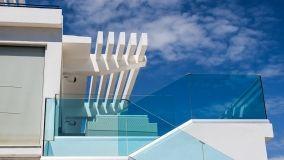 Norme per la sicurezza dei parapetti in vetro interni ed esterni