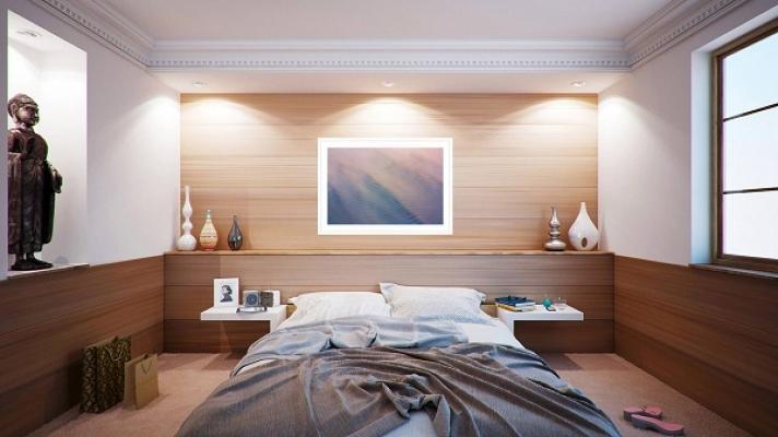Le regole Feng shui dicono che sopra al letto non deve esserci una finestra