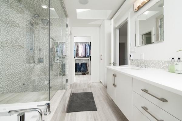Piastrelle adesive per il bagno for Decorazioni adesive per bagno