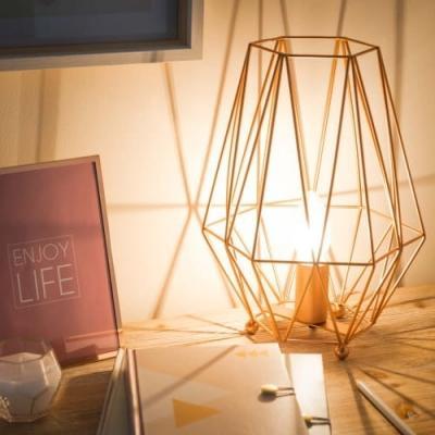 Lampada metalizzata oro rosa Maisons du Monde