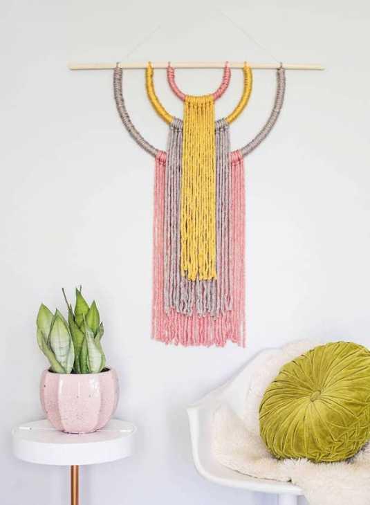 Decorazioni pareti fai da te: arazzo, da abeautifulmess.com