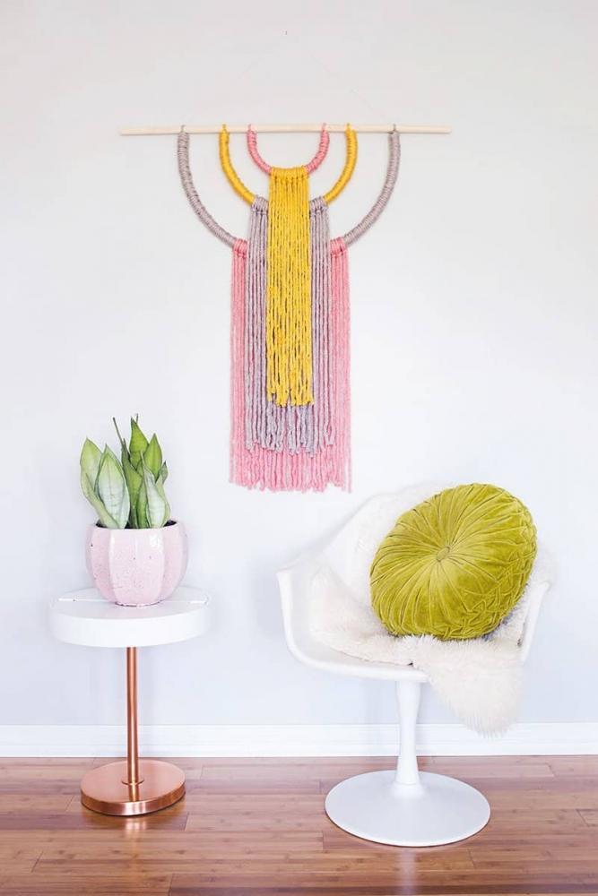 Decorare le pareti con un arazzo fai da te, da abeautifulmess.com