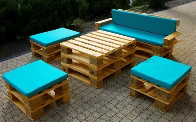 Arredamento outdoor: riciclare i pallet per creare sedute confortevoli