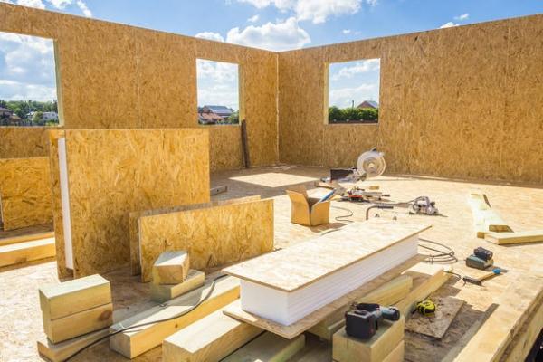 Una tecnica costruttiva per case prefabbricate in legno è quella a pannelli strutturali