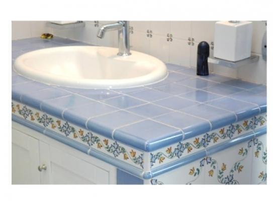 Bagno muratura con mobile sotto lavabo - Mavi Ceramica