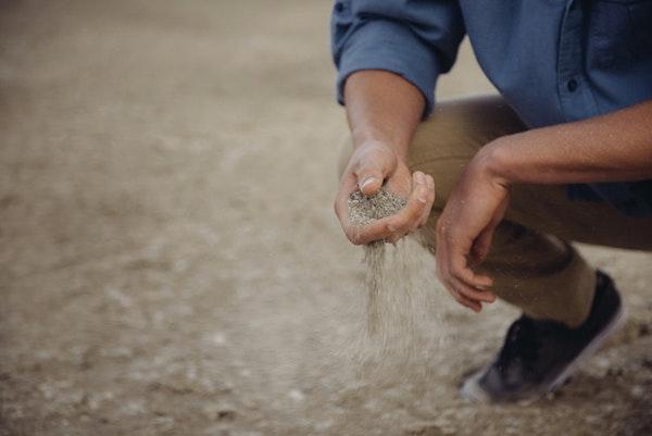 Preparazione orto in primavera - terra friabile