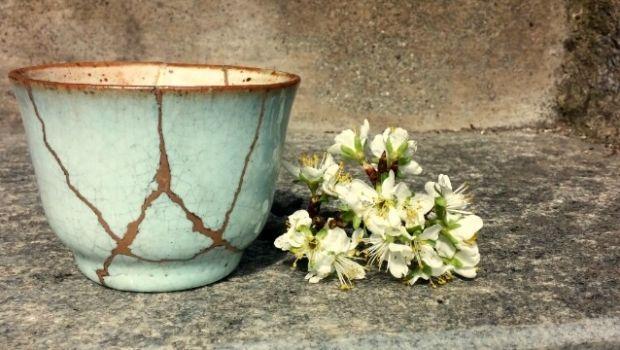 Kintsugi: l'arte giapponese di riparare con l'oro le ceramiche rotte