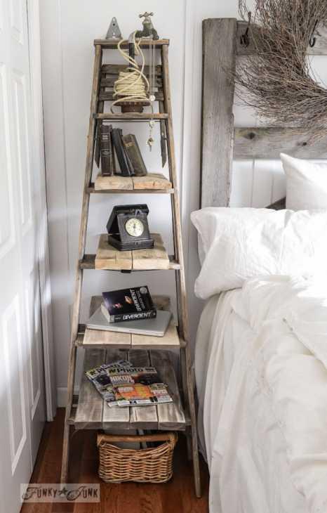 Riciclo creativo scale in legno: scaffale per la camera, da funkyjunkinteriors.net