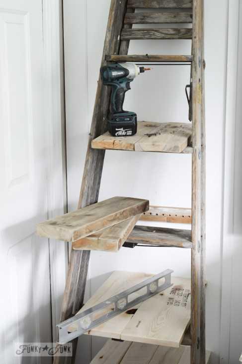 Riciclo creativo scale in legno: scaffale per la camera, parte 2, da funkyjunkinteriors.net