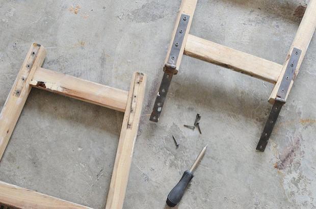 Idee riciclo creativo scala in legno: guardaroba, parte 1, da apairandasparediy.com