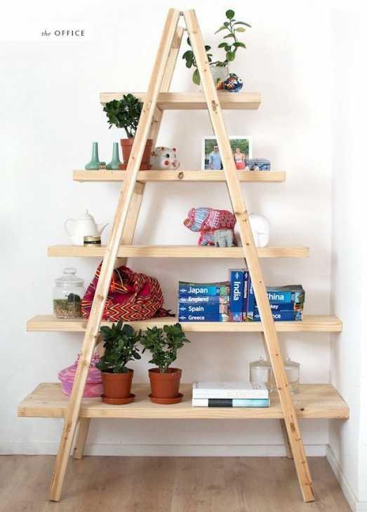 Da scala in legno a libreria, da thehousethatlarsbuilt.com