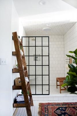 Riciclo creativo scala in legno: scaffale per il bagno, da brepurposed.porch.com