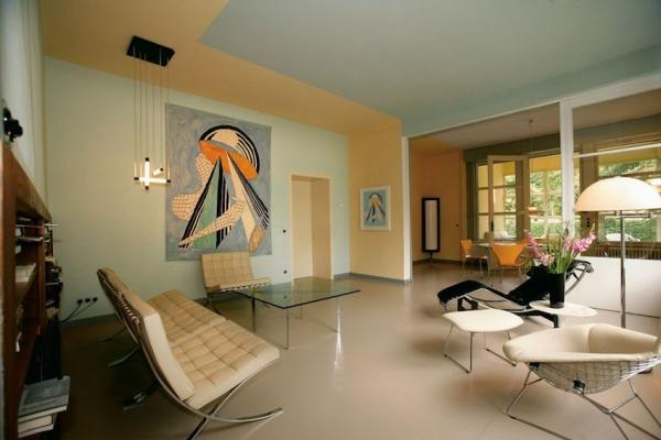 Abitazione con arredi in stile Bauhaus