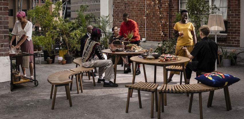 Sedute in legno di Eucalipto incluse nella nuova collezione IKEA ÖVERALLT