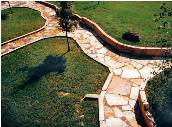 Posa pavimento in pietra in esterno