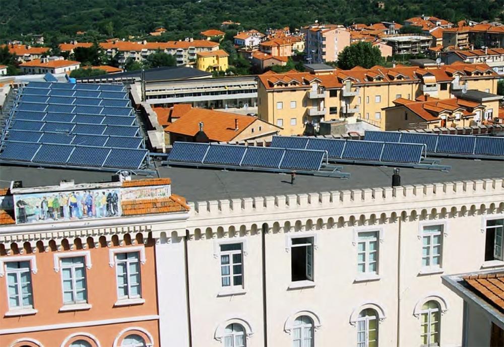 Campo solare per climatizzazione solar cooling, by Kloben