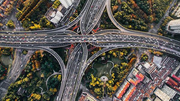 Le strade ad alto traffico producono molto rumore