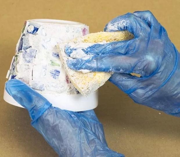 Mosaico di piatti spaiati per personalizzare i vasi delle piantine: parte 3, da kenarry.com