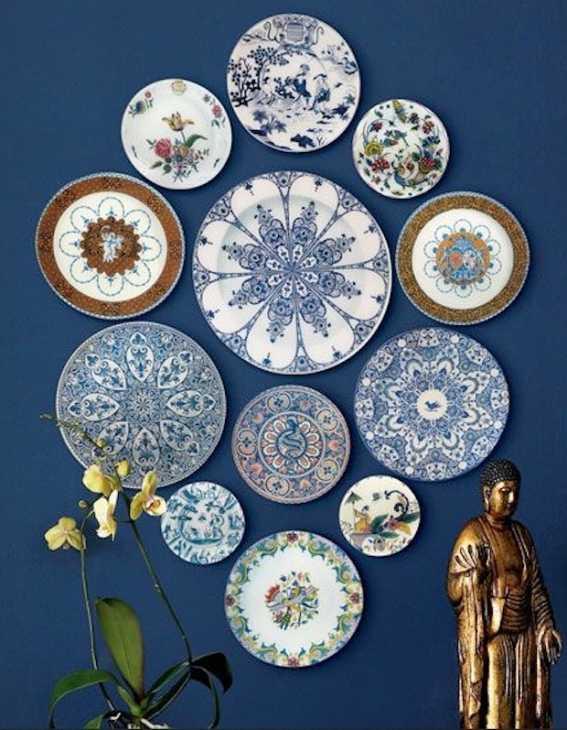 Come decorare la parete con i piatti spaiati, da momentswithbaxter.com