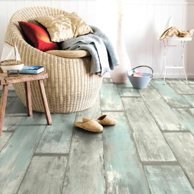 Parquet colorato in legno grezzo dallo stile provenzale, da Leroy Merlin