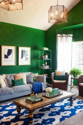 Grandi contrasti di colore in una casa massimalista, da trendir.com