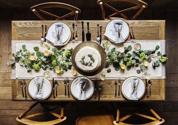 Arreda la tua casa con un tavolo di legno grezzo