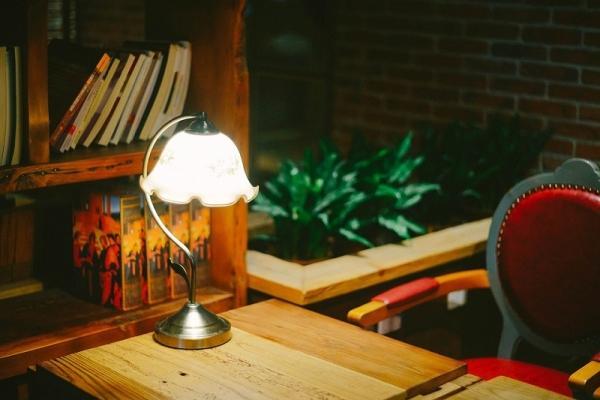 Arredare con stile rustrial, l'importanza della luce