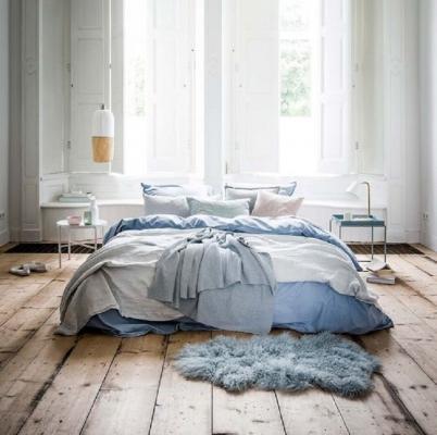 Interno di una casa rustrial, la camera da letto