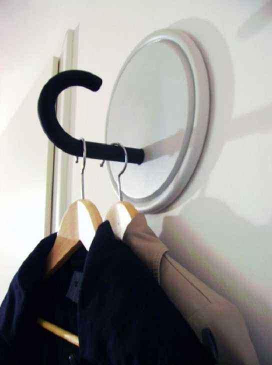 Attaccapanni con manici di ombrelli rotti, da refabdiaries.com