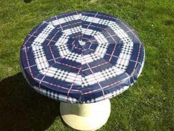 Copritavolo con ombrelli rotti, da mycreativerecycling.com