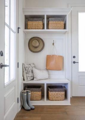 Pratici cesti per una mudroom in ordine, da home-decor-ideas.us