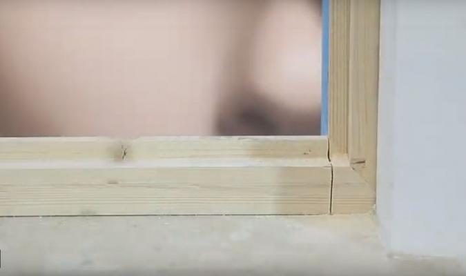 Montaggio di un infisso in sormonto - fase 1, by Fossati Serramenti