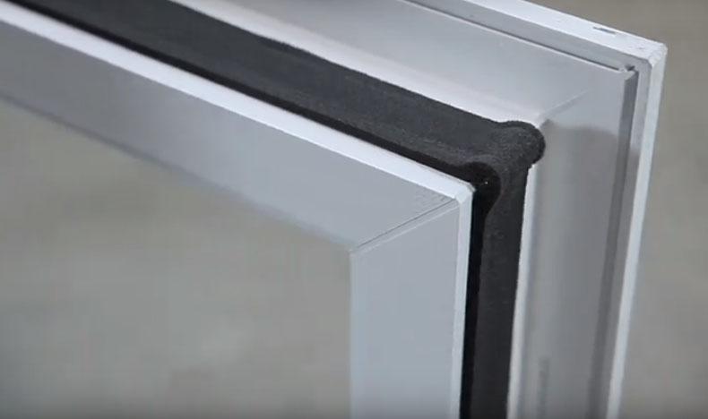 Montaggio di un infisso in sormonto - fase 7, by Fossati Serramenti