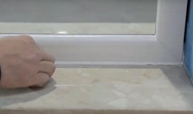 Montaggio di un infisso in sormonto - fase 11, di Fossati Serramenti